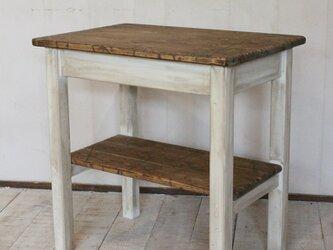 ダメージ加工 シャビーなサイドテーブルラック アンティーク風の画像