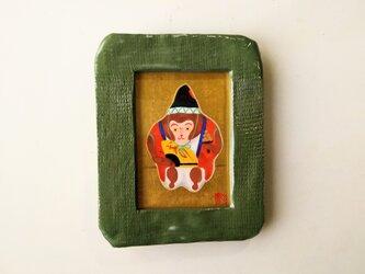 「金沢張り子 猿の三番叟」日本画【陶器の額縁入り】の画像