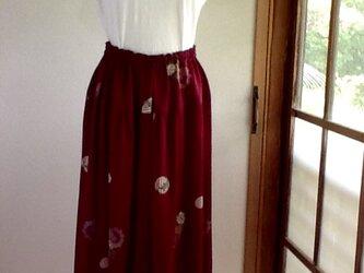 小豆色のギャザースカートの画像