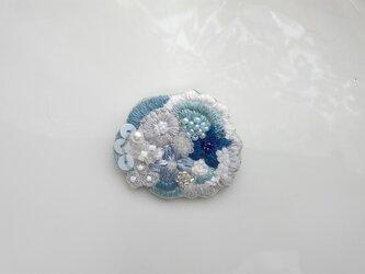 刺繍ブローチ  小さな青のブーケの画像