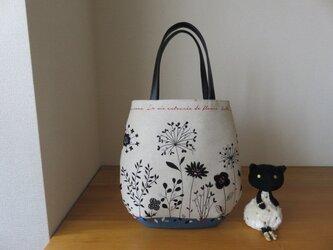 綿麻花柄生地のたまご型トートバッグ(ブルー系) 本革持ち手の画像