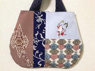浮世絵刺繍バッグ*歌川国芳「金魚づくし・酒のざしき」の金魚と蛙の画像