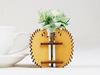 「ハナとはりねずみ(メープル)」木製一輪挿しの画像