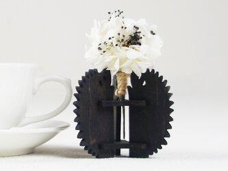 「ハナとはりねずみ(黒)」木製一輪挿しの画像