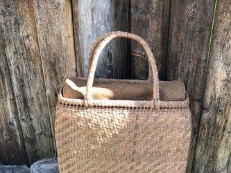 網代編み籠の画像