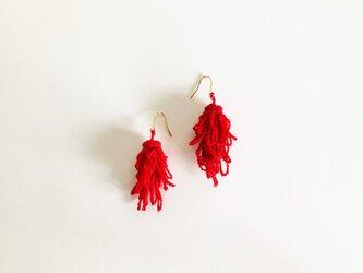 ケイトウのピアス/赤色(かぎ針編み・レース糸)の画像