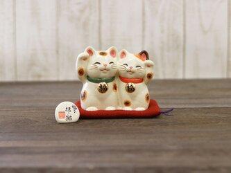 【中】福々招き猫ペアの画像