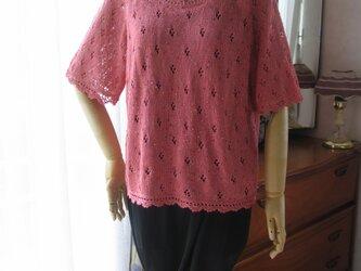サーモンピンクの半袖セーターの画像