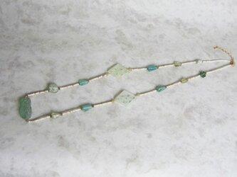 ローマンガラスとジャワ極小ビーズのネックレスの画像