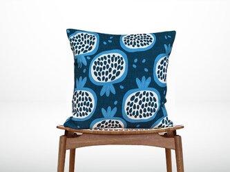 森のクッション Garnet fruit Design back deep blue -ヒノキの香り-の画像
