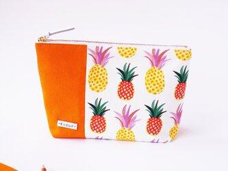 デザイナーズ生地で作ったパイナップル柄のマチ付きポーチ・本革使用(オレンジの帆布)の画像