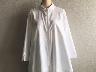 イタリア製生地のAライン丸襟台襟付きシャツの画像