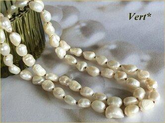 《受注品》【Vermeil】ホワイト縦長バロック淡水パールグリフィン(ベージュ)ロングネックレス(80)の画像