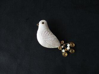 白鳩 ブローチの画像