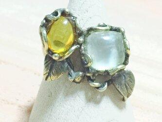 アンバー(琥珀)とプレーナイトのリング(真鍮製)の画像
