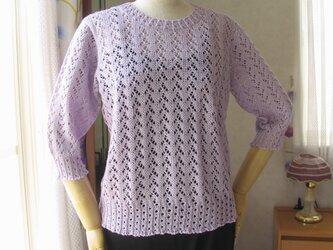 ふじ色の6分袖セーターの画像