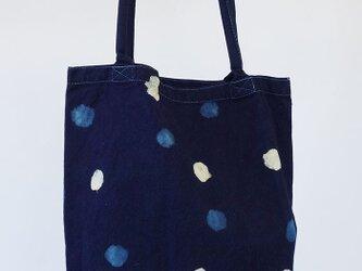 藍染めの2色の水玉トートバッグの画像