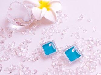 ブルーのガラスタイルピアス / イヤリングの画像
