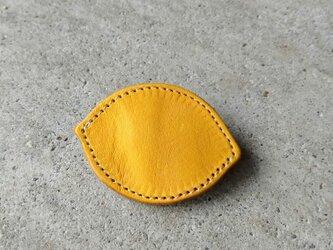 レモンのブローチの画像