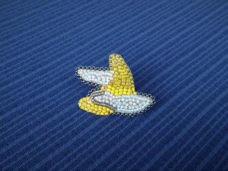 三日月に雲 ビーズ刺繍ブローチの画像