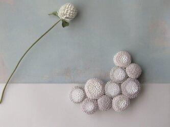 dix「 lune 」手刺繍ブローチの画像
