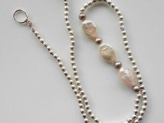 マットシルバービーズと淡水パールのネックレスの画像