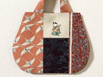 浮世絵刺繍バッグ*歌川国芳「朧月 猫のさうし」の三味線猫の画像