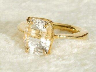 2.31ctの水晶(クォーツ)とSV925の指輪(リングサイズ10.5号、K18イエローゴールドのメッキ、4月の誕生石)の画像