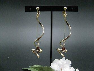 宝石質モザンビークガーネットのイヤリングの画像