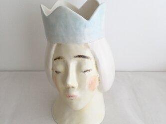 かんむりの女性花器の画像