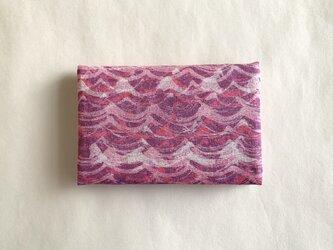 絹手染カード入れ(波・渋赤紫系)の画像