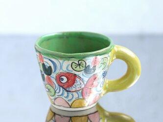 手びねりマグ・金魚と蓮絵(黄色の取っ手)の画像