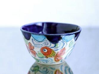手びねり椀・金魚と蓮絵(濃ブルー)の画像