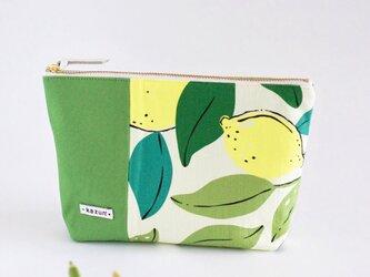 デザイナーズ生地で作ったレモン柄のマチ付きポーチ・本革使用(黄緑の帆布)の画像