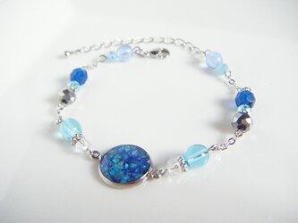 1点のみ☆レジンパーツとガラスビーズのブルーカラーのブレスレットの画像