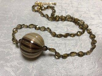 ベネチアンの吹きガラスとスモーキークヲーツのネックレスの画像