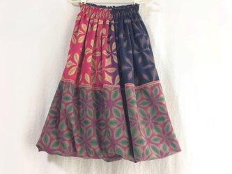 裏地も天然繊維にこだわった雪花絞りバルーンスカート 秋も冬も春夏も着る 紅葉色の画像