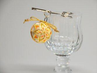 手まりのストールピン・ブローチ~ネオンオレンジの菊文様の画像