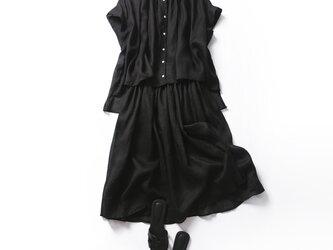 ひんやり涼しいリネンセットで夏を乗り切る!お得な二点セット ブラウス+スカート ブラックの画像