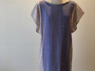 絹の絞柄のワンピースの画像