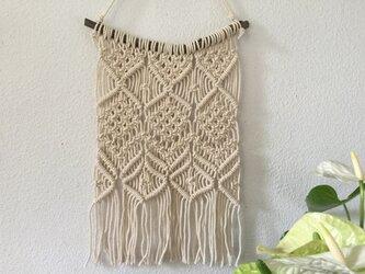 マクラメ編みタペストリー~マンサクの枝とコットン生成り糸(#40)で♪の画像