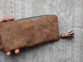 刺繍革財布『カラフルLINE』ブラウンベージュ系(ヤギ革)ラウンドファスナー(Slim)型の画像