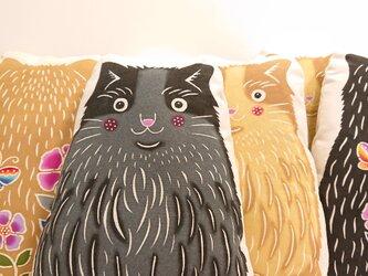 手染め 猫さんクッション(黒猫さん)の画像