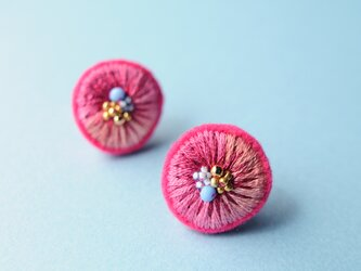 <Stella~遊び好きの星~>刺繍イヤリング◎キャンディベリー/ピンクの画像