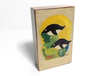 漆のオブジェ「ペンギン」の画像