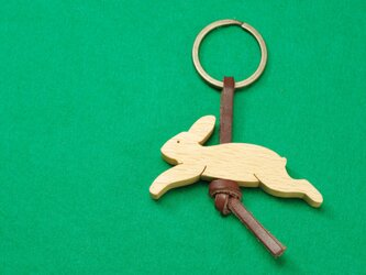 ウサギ / 兎 木のキーリングの画像