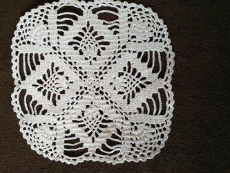 手編みレースドイリー約13㎝角の画像