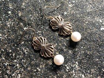 "Twin shell flower gold pierce ""小さな貝とパールのピアス""の画像"