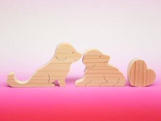 送料無料 ヒノキの組み木 ゴールデンレトリバーとハートの画像