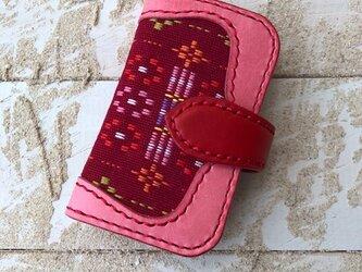 沖縄の織物とイタリアレザーの二つ折りキーケース サクラピンク×レッド (織物シリーズ)の画像